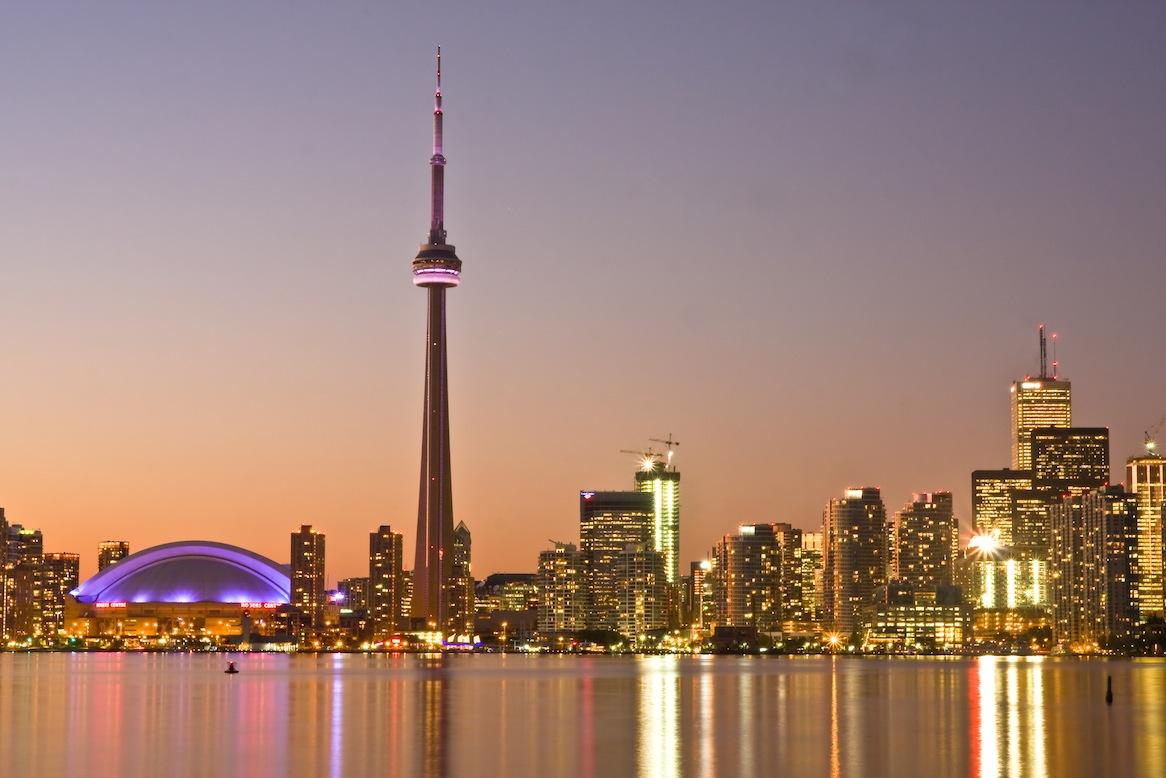 Toronto é uma metrópole cosmopolita e anglófona