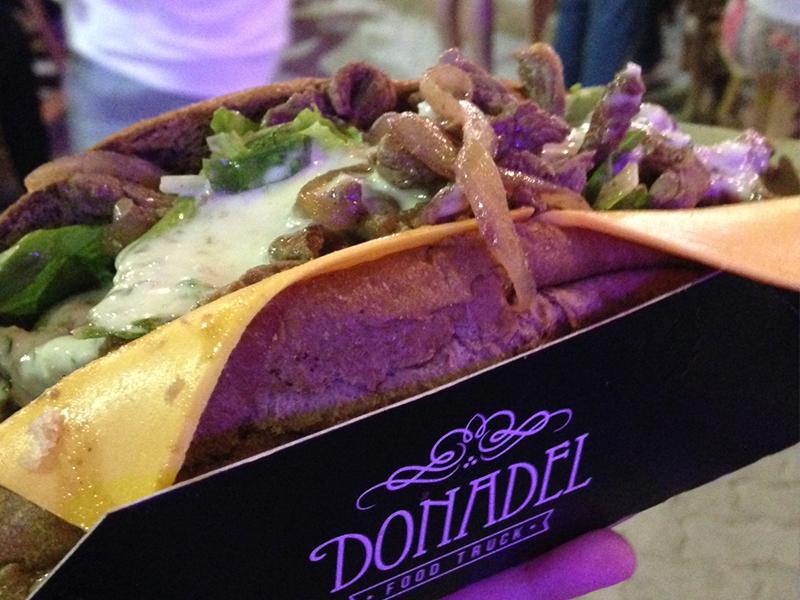 penteadeira_amarela_la_fora_food_park_sanduiche_donadel
