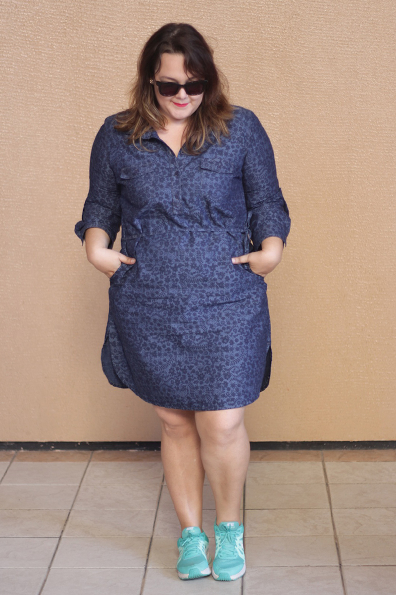 look plus size vestido jeans tenis gk