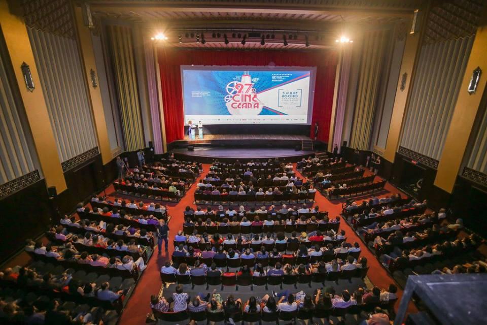 Foto 1 - 27 Cine-Ceará - Penteadeira Amarela