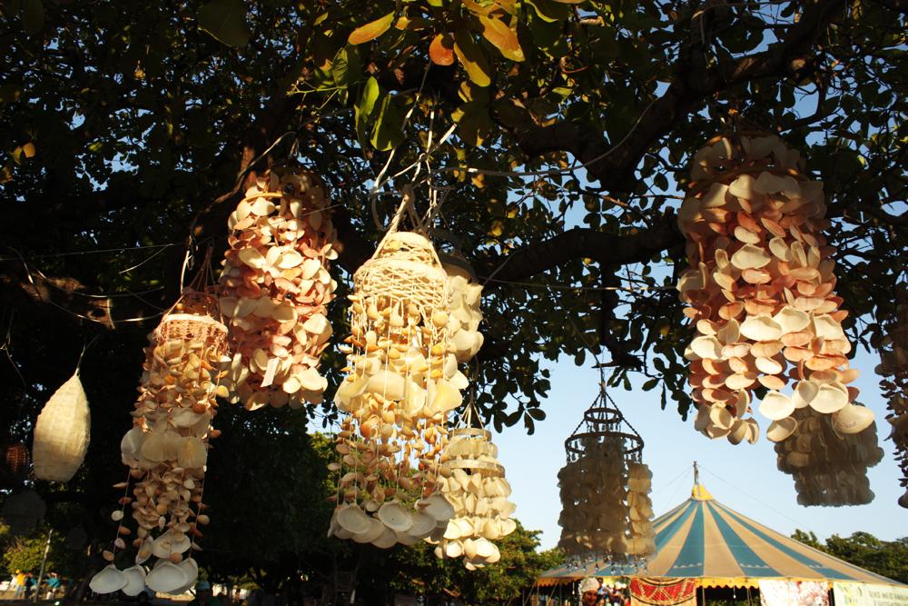 Lustres de camurupim feitos por Berulim - fiquei apaixonada por esses lustres <3