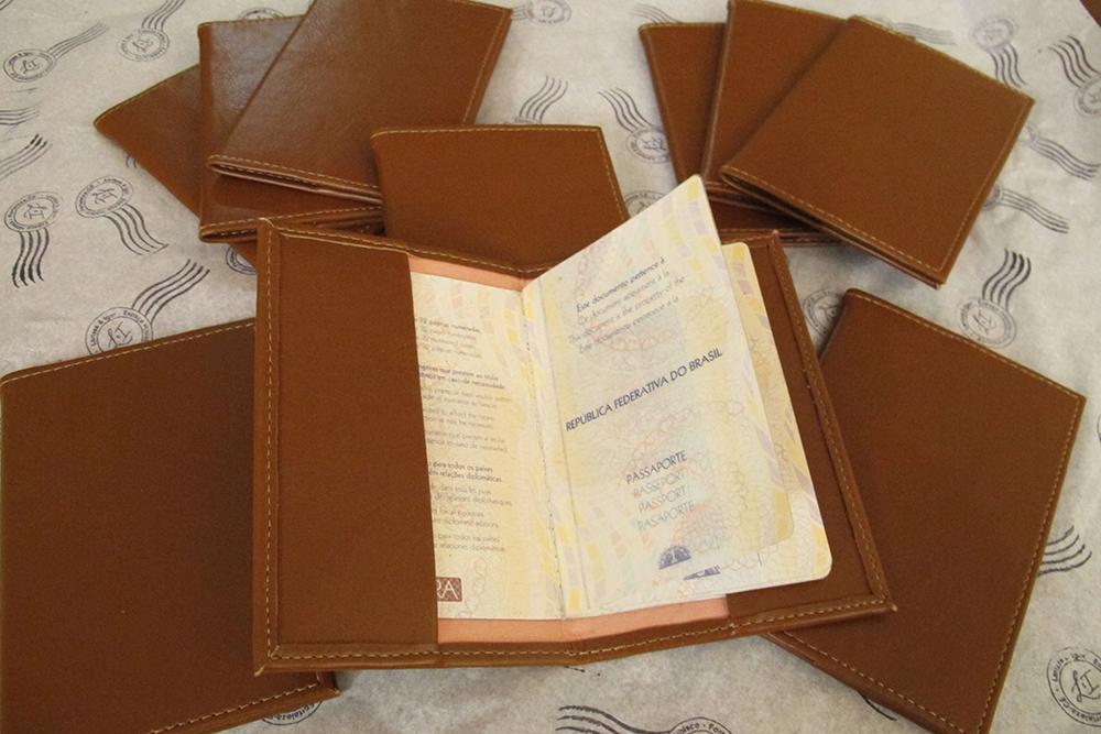 presentes padrinhos casamento larisnoivinha penteadeira amarela porta passaporte2