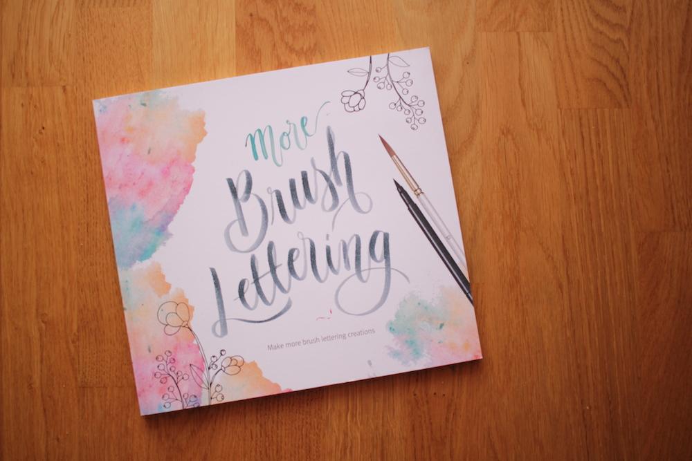 Livro Lettering - Penteadeira Amarela - 01