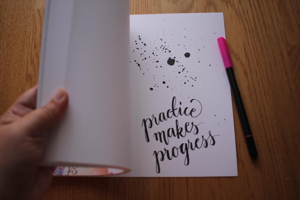 Livro Lettering - Penteadeira Amarela - 08