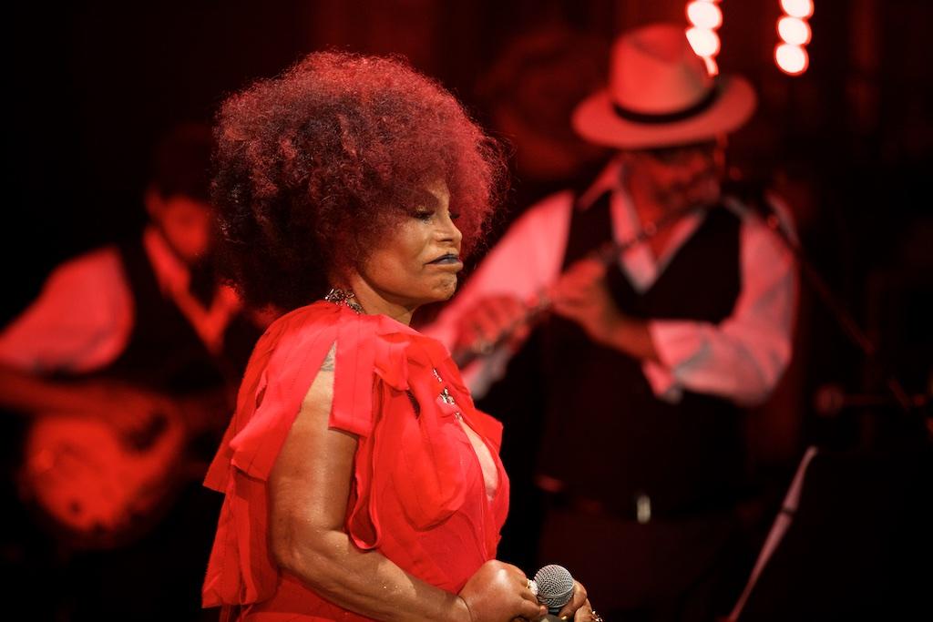 Elza Soares Canta e Chora Lupicínio Rodrigues. Teatro Sao Pedro, Porto Alegre 12/2014. Foto: Eduardo Aigner