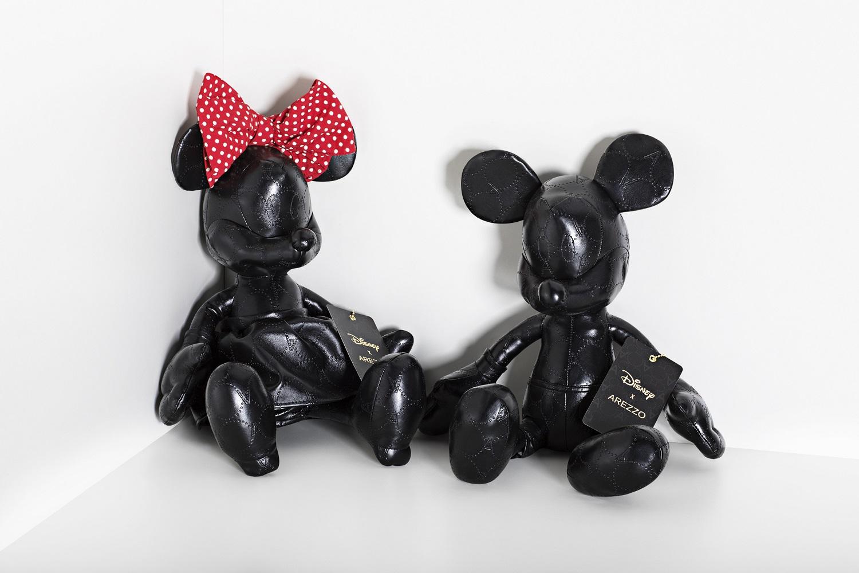Personagens com o monograma da Arezzo. R$ 279,90 (Mickey)