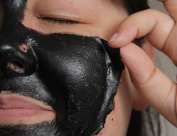 mascara carvao removedora cravos 01