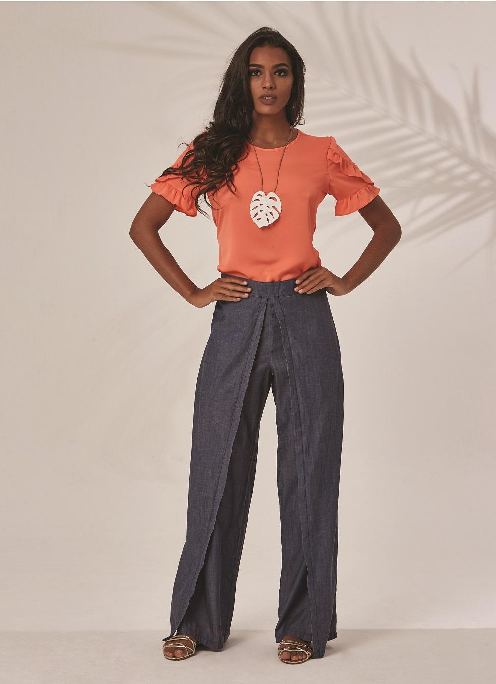 A coleção traz modelo de pantalona moderna e descontraída