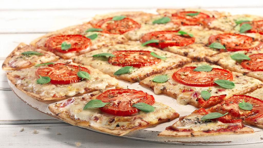 """Pizza é cortada no estilo """"Chicago Cut"""""""