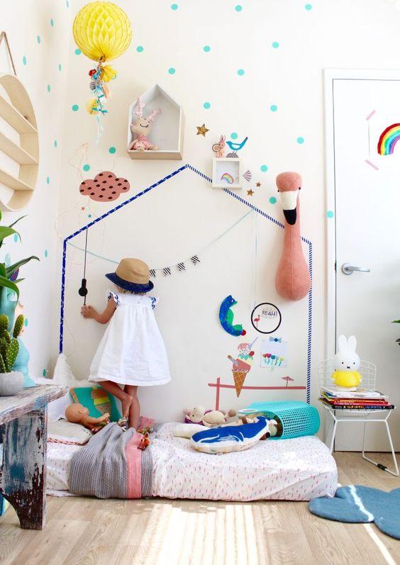 Colchão no chão serve o mesmo propósito. Fonte: Pinterest.