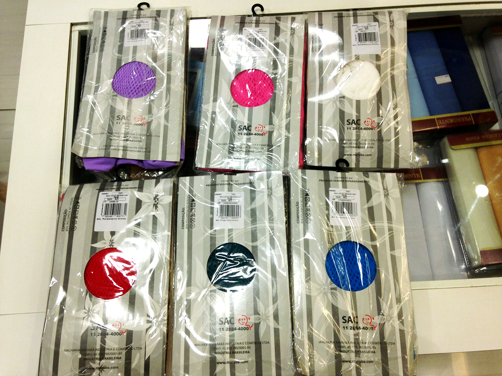 Meias arrastão de várias cores por R$ 17,99