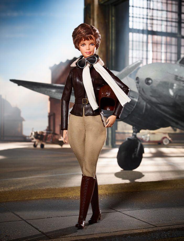 Barbie inspirada em Amelia Earhart, americana e primeira aviadora feminina que atravessou o Oceano Atlântico (Divulgação)