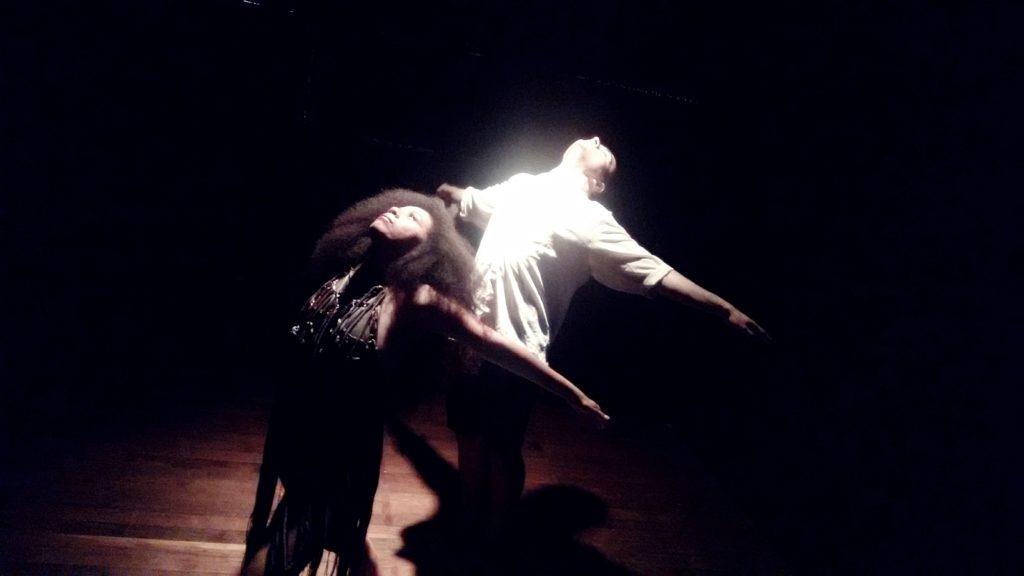 Espetáculo Dança daí que eu danço daqui em cartaz no Teatro Dragão do Mar