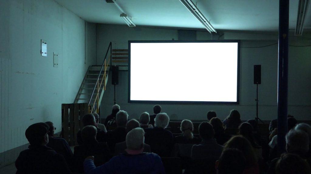 """O filme """"66 kinos"""" (66 cinemas) foi o primeiro a ser exibido no Maloca Cinema deste ano, no Cineteatro São Luiz"""