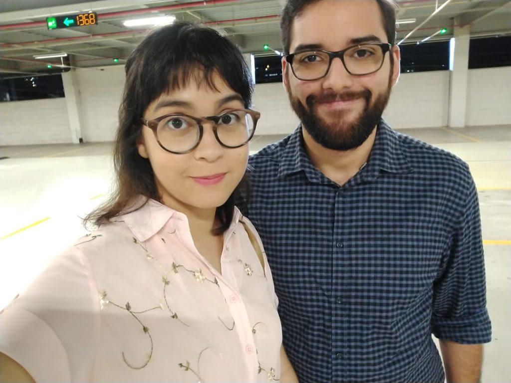 Marília com sua blusinha nova e João, seu namorado <3