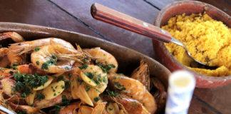 Icaraizinho de Amontada_hibisco restaurante 2_penteadeira amarela