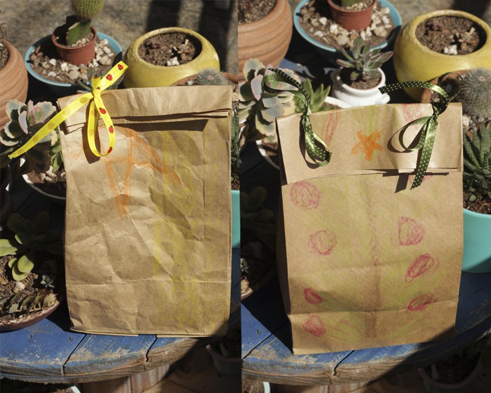 Embrulhos que minha mãe fez com sacos de papel reutilizados