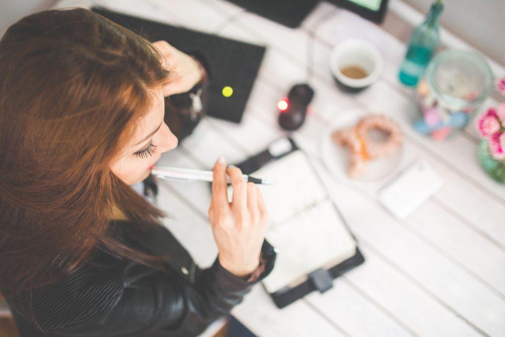 É importante parar pra pensar (bem) antes de comprar - assim, você evita impulsos.Foto: Pexels.com