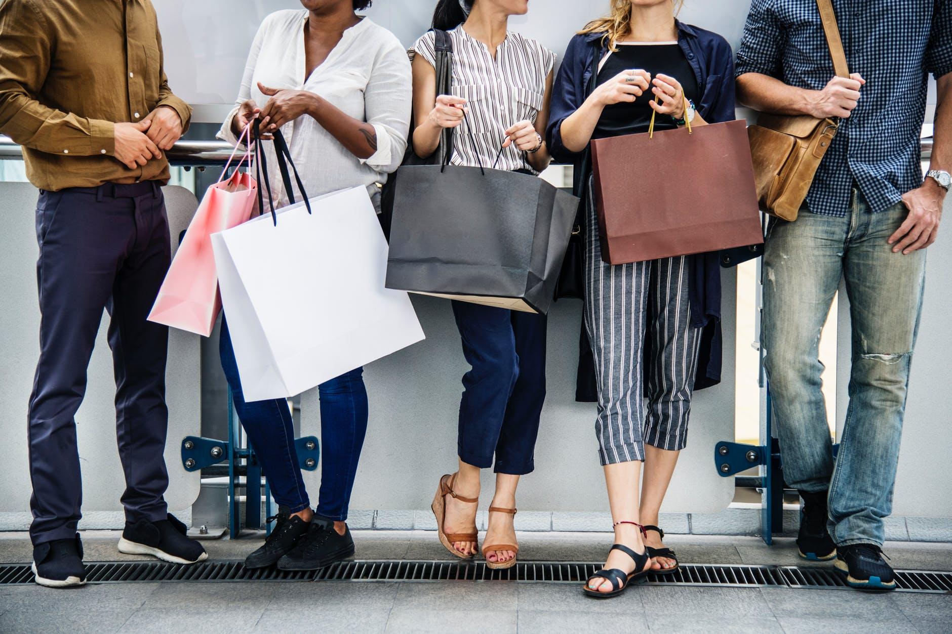 Estamos comprando e descartando mais roupas do que em qualquer outra década da história. Foto: Pexels.com