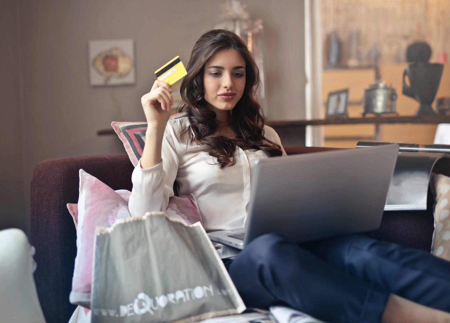 """Nosso comportamento de consumo é um dos maiores responsáveis pela cultura das """"roupas descartáveis"""".Foto: Pexels.com"""