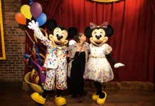 laris-na-florida-orlando-disney-magic-kingdom-meet-mickey-minnie-town-square-theater-penteadeira-amarela
